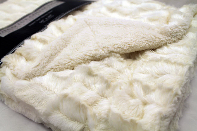 faux-fur-sherpa-throw-blanket